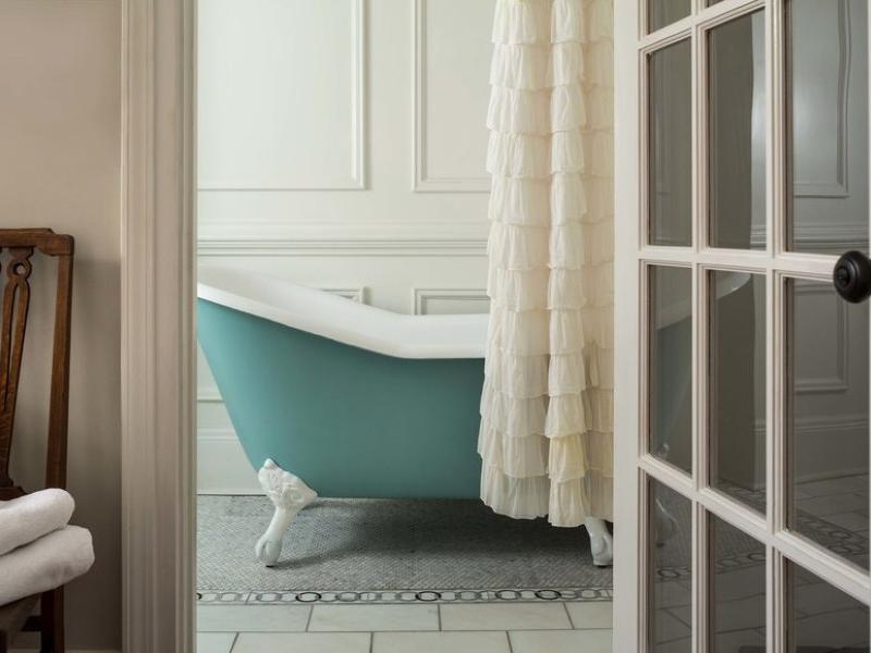 Tiffany Blue bathtub