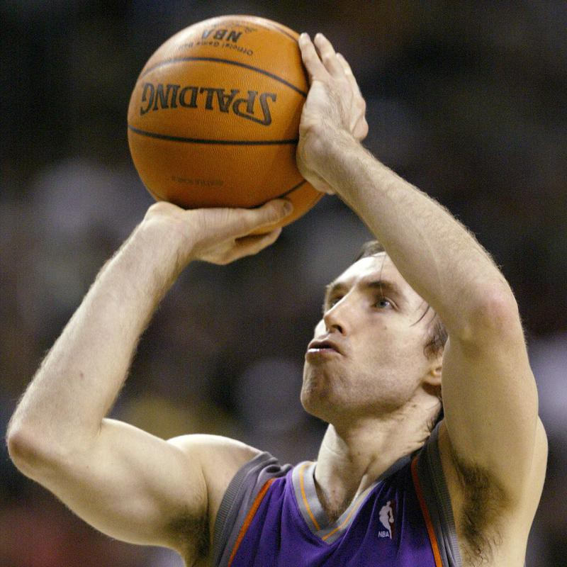 Steve Nash goes up for free throw