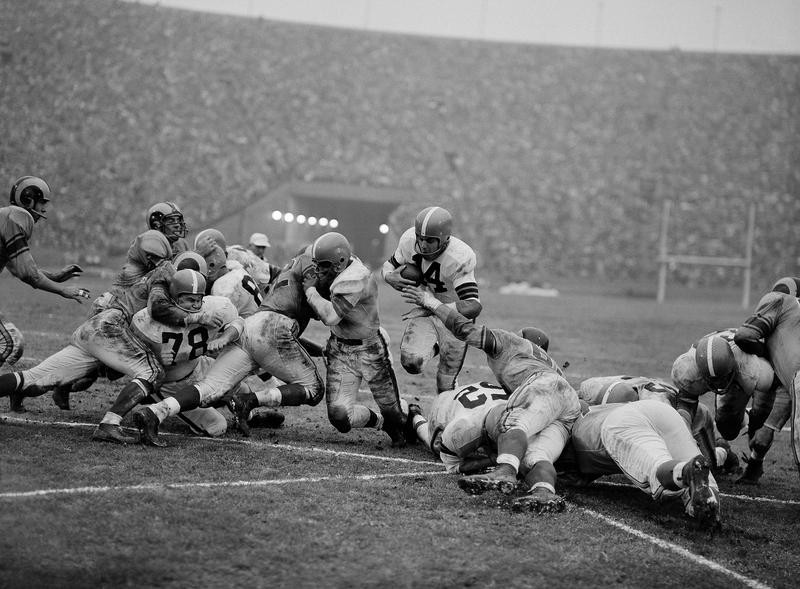 Otto Graham scores a touchdown