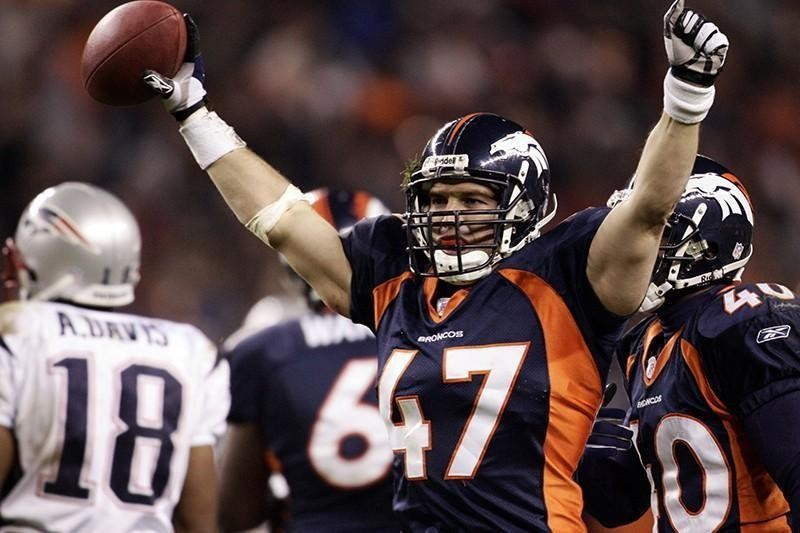 John Lynch playing safety for the Denver Broncos in 2006