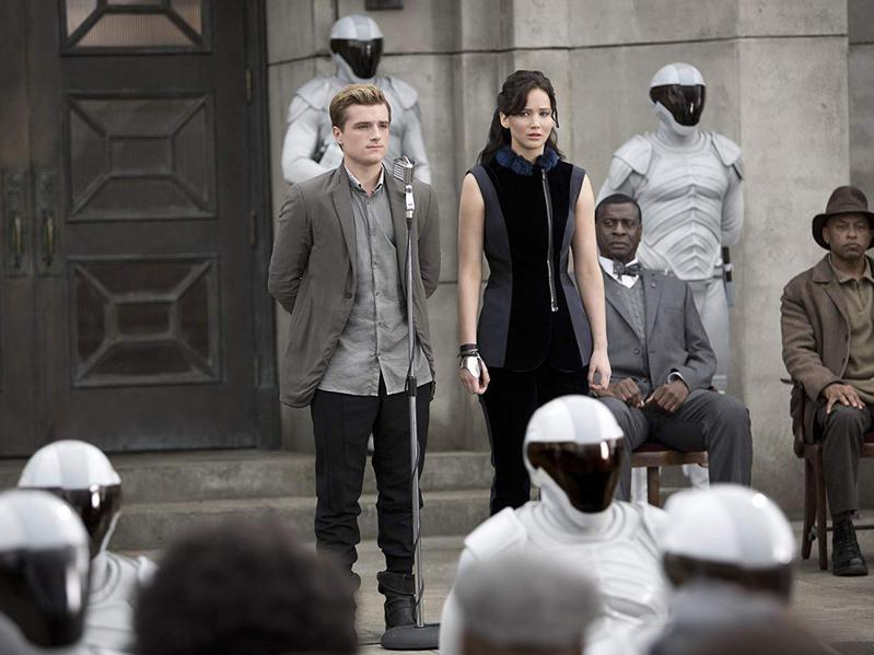 Afemo Omilami, Josh Hutcherson, and Jennifer Lawrence in The Hunger Games: Catching Fire (2013)