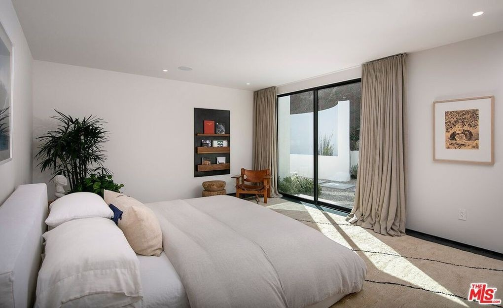 Guest bedroom with spartan furnishings