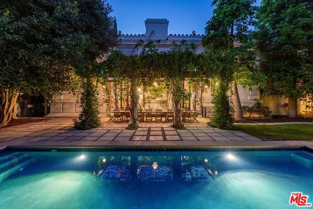 Backyard of Danny Elfman and Bridget Fonda's house