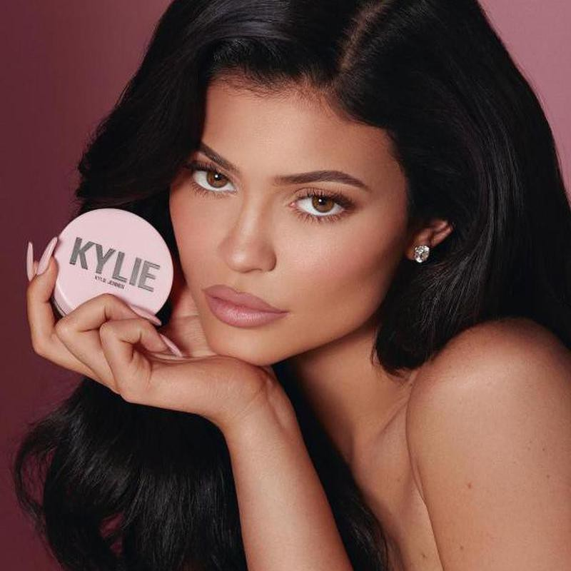 Kylie posing with her makeup product