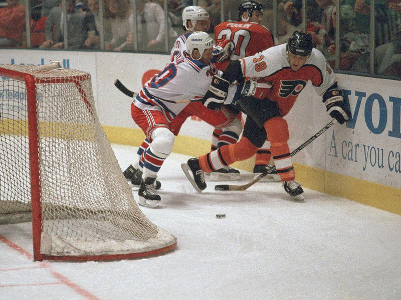 Dave Poulin in action against New York Rangers