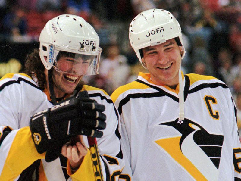 Mario Lemieux and Jaromir Jagr share laugh