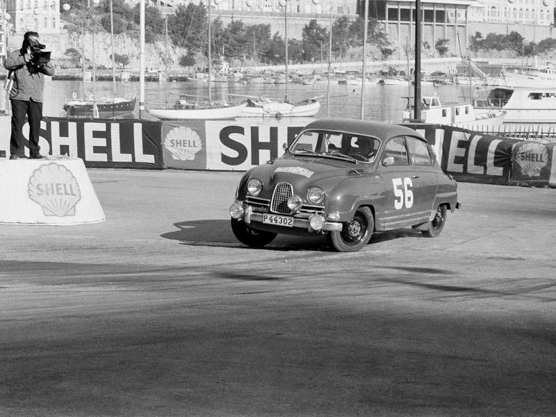 Pat Moss corners in her Saab