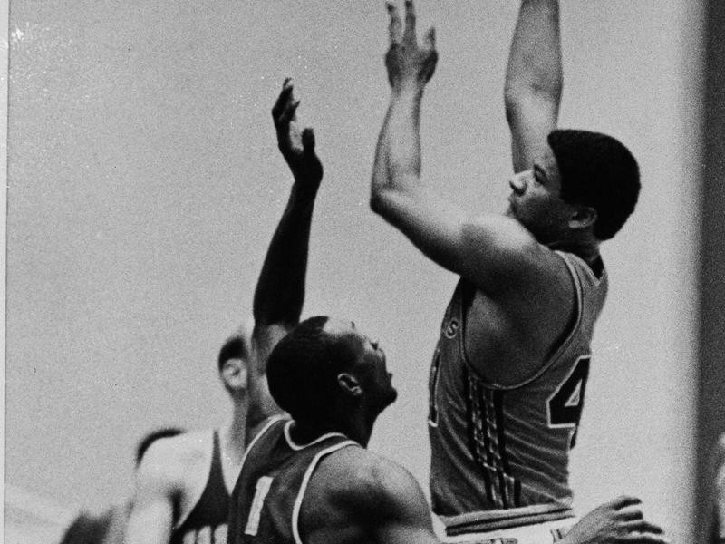 Baltimore Bullets center Wes Unseld
