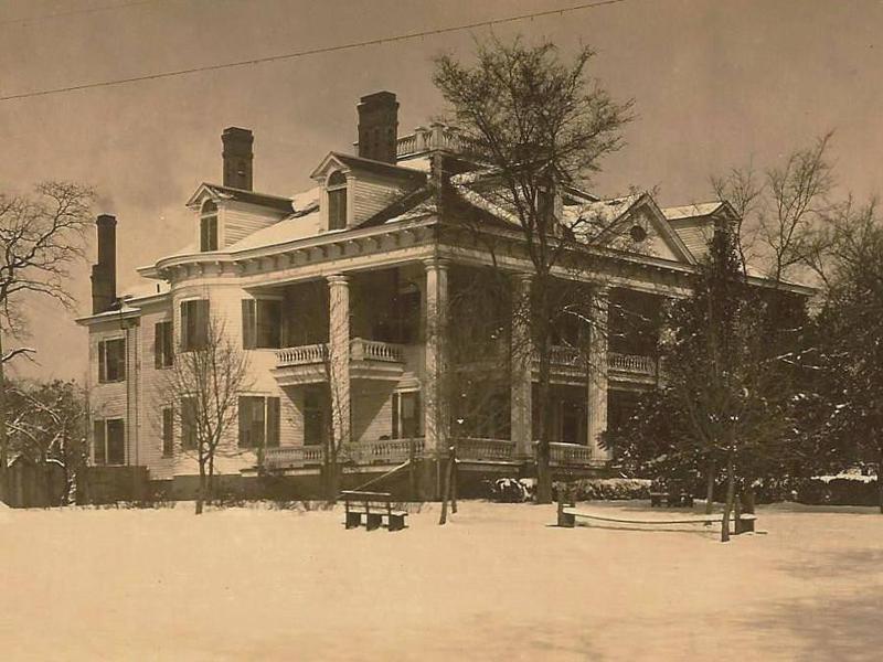 1900s photo of Twelve Oaks