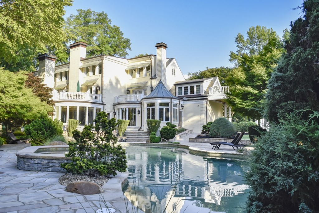 Reba McEntire's old house