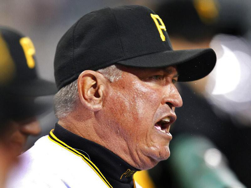 Clint Hurdle argues with umpire