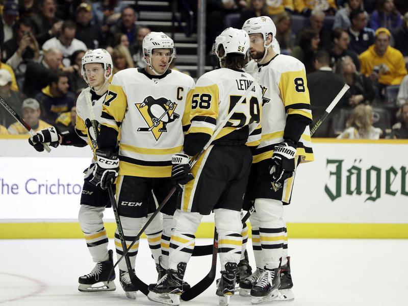 Sidney Crosby and teammates