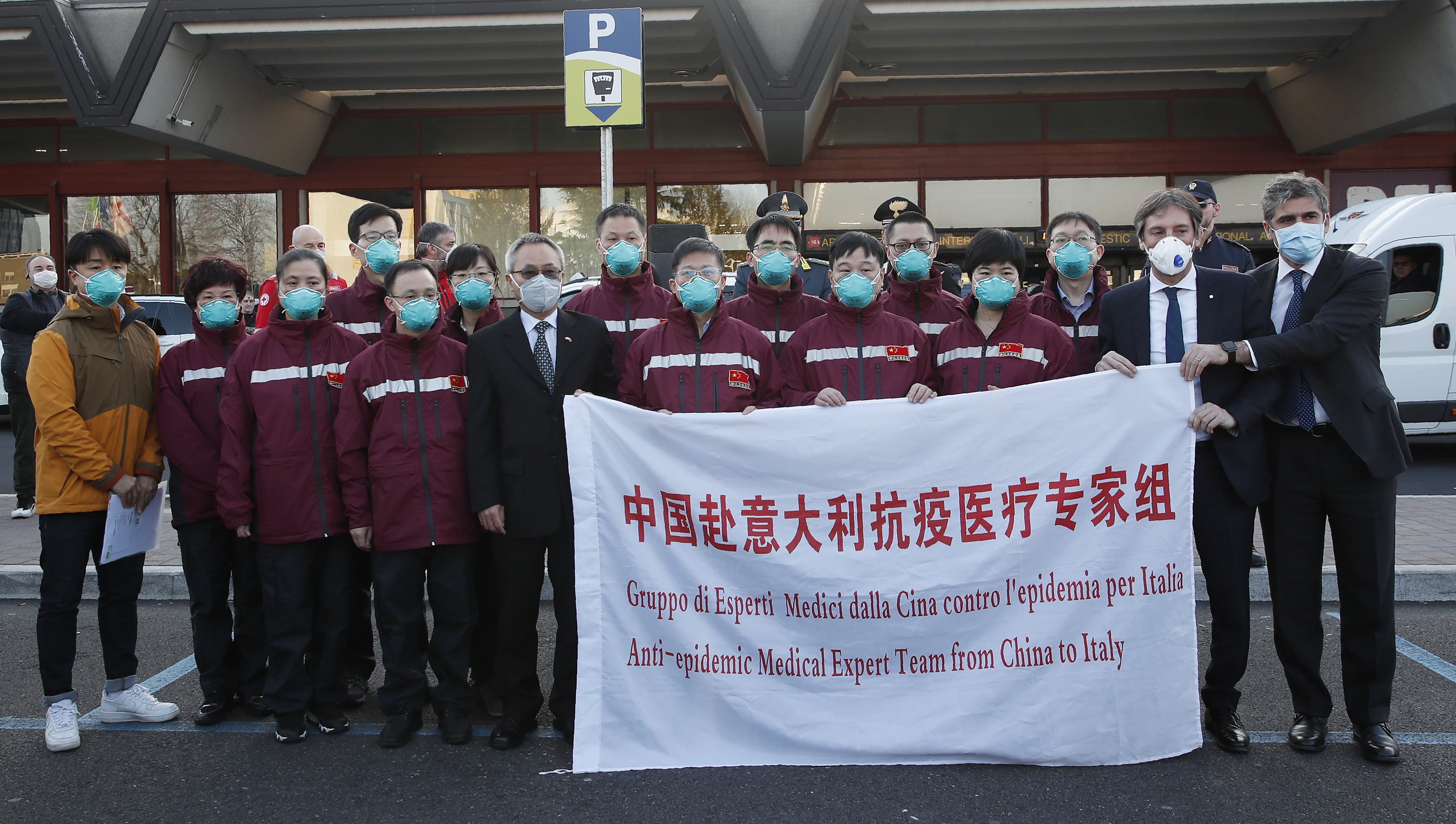 Chinese doctors and supplies arrive in Italy