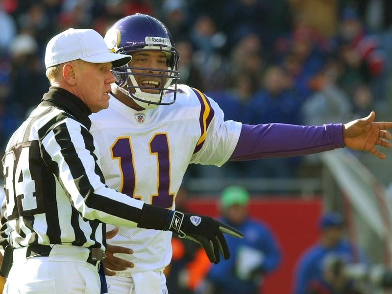 Daunte Culpepper argues with referee