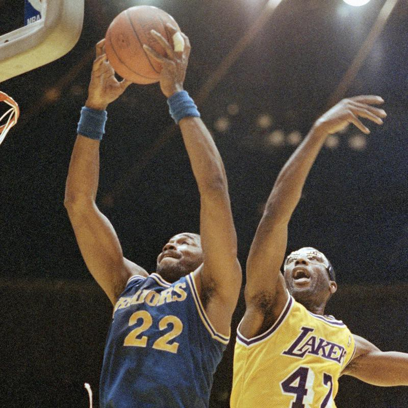 Warriors prepare to dunk against Lakers