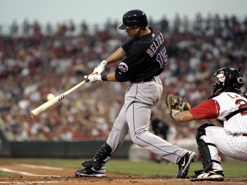 New York Mets Carlos Beltran gets base hit