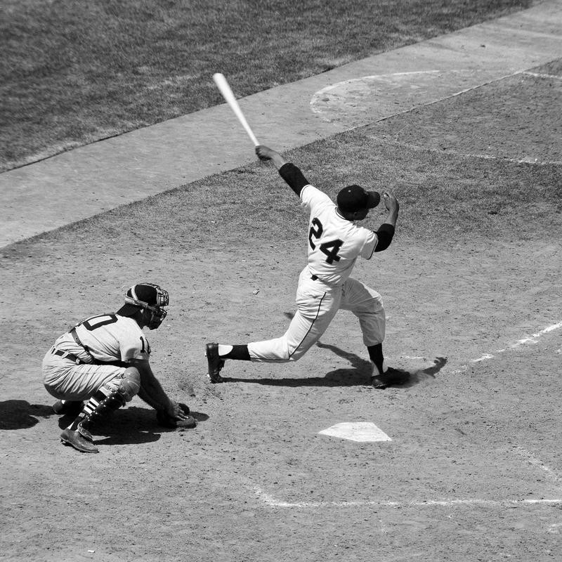 San Francisco Giants' Willie Mays shows his batting