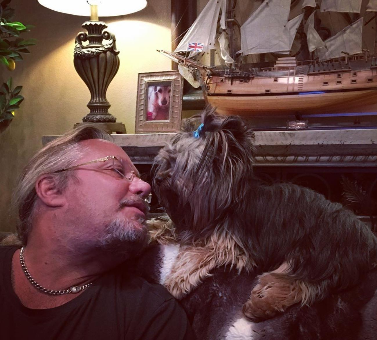 Vince Neil and his dog