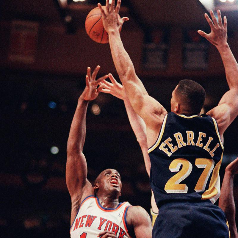 Duane Ferrell in action against Anthony Mason