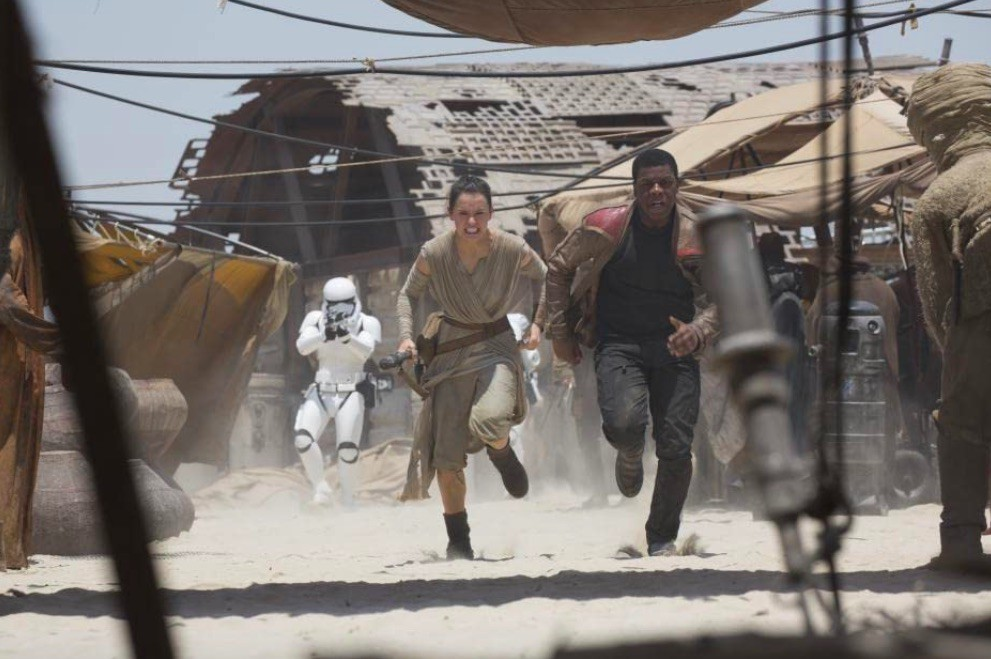 John Boyega and Daisy Ridley in Star Wars: Episode VII - The Force Awakens