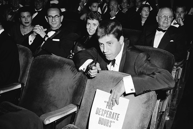 Jerry Lewis performing