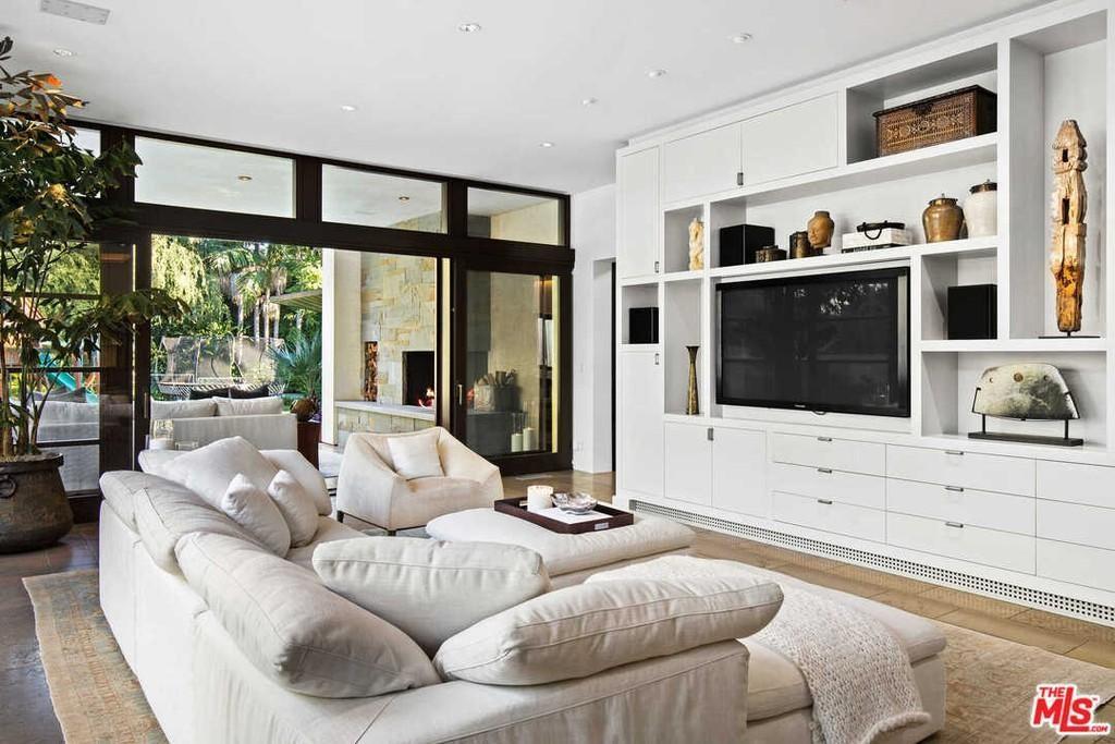 Matt Damon's living room