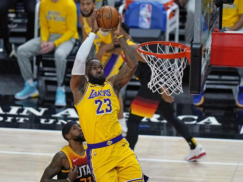 Los Angeles Lakers forward LeBron James goes to basket