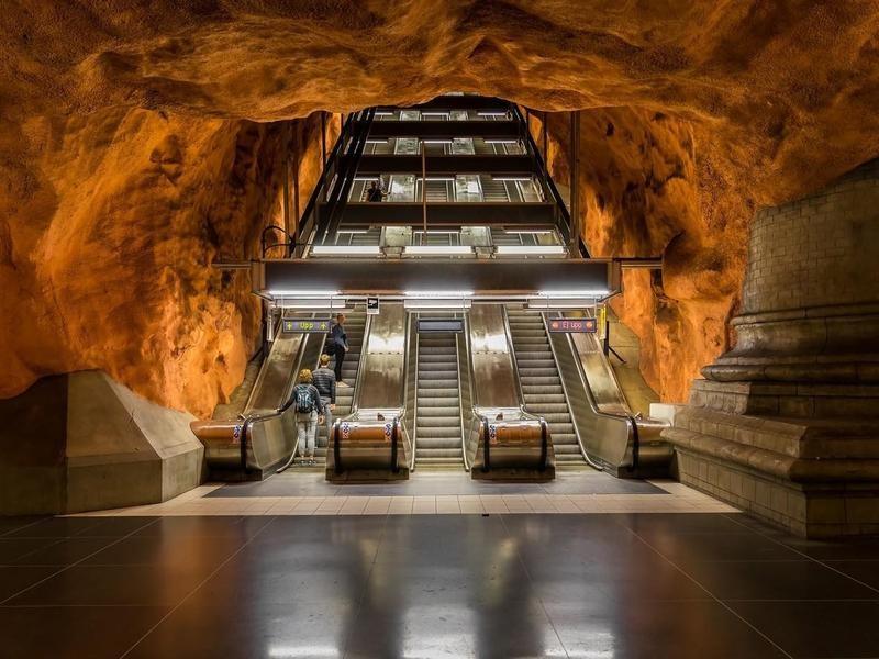 Radhuset Metro Station