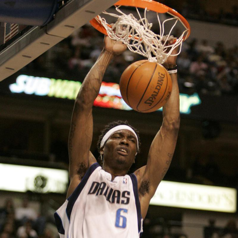 Marquis Daniels dunks ball