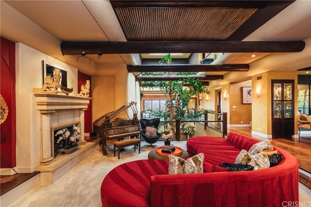 Tommy Lee's living room