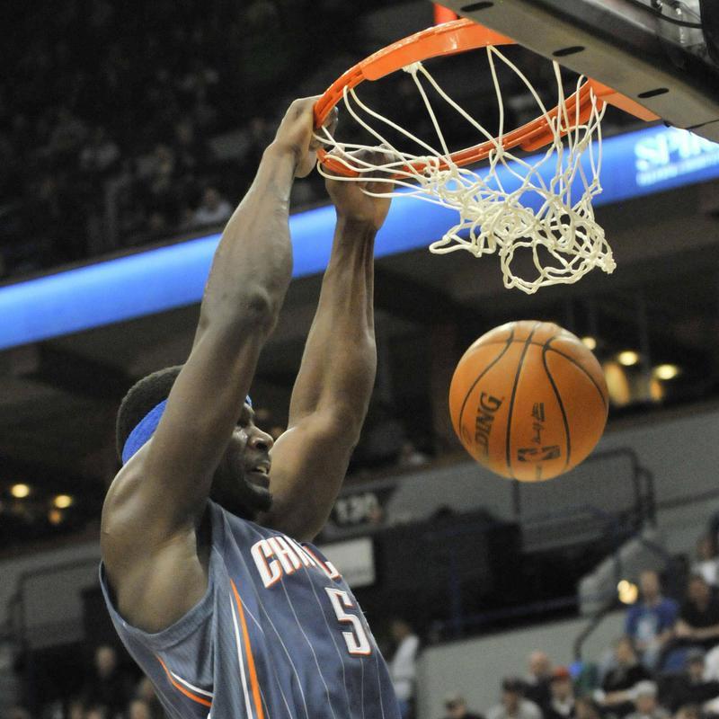 Charlotte Bobcats' Kwame Brown dunks