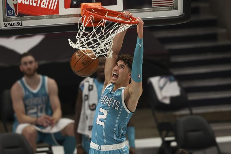 LaMelo Ball dunks against Indiana Pacers