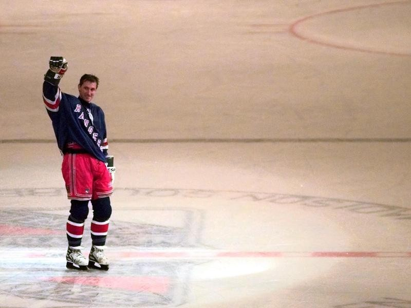 Wayne Gretzky waves to fans after his last game with New York Rangers