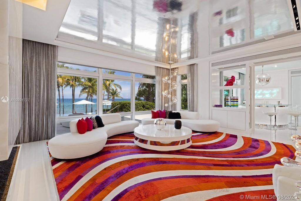 Tommy Hilfiger's living room