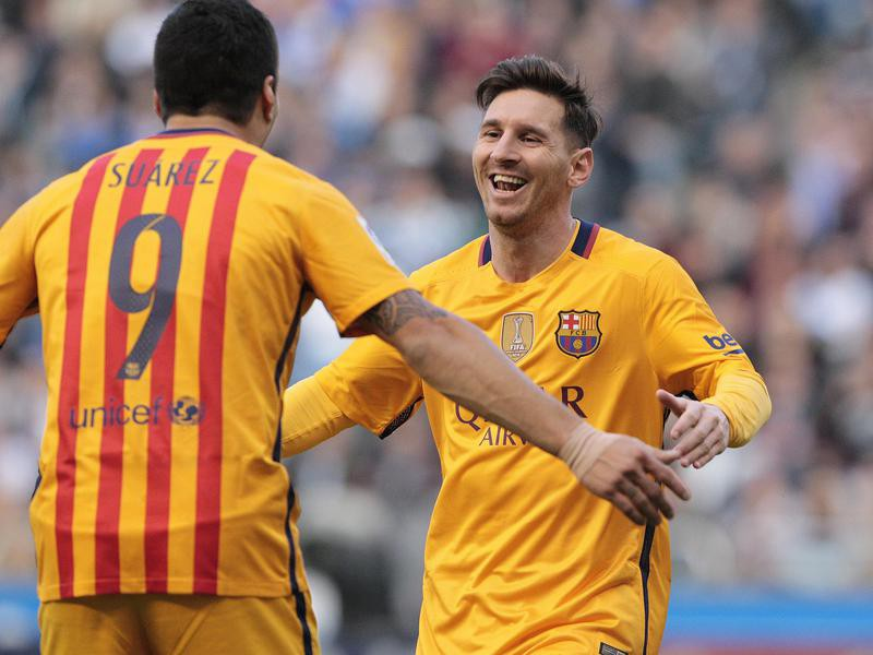 Luis Suarez congratulated by Barcelona's Lionel Messi