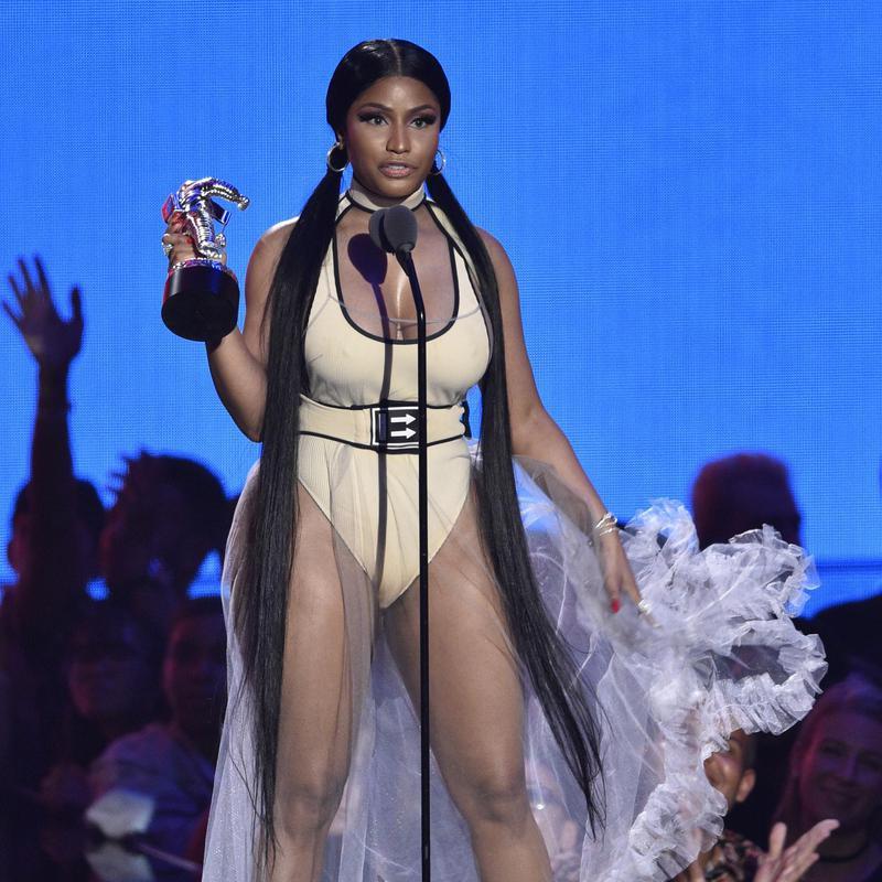 Nicki Minaj accepts award at VMAs
