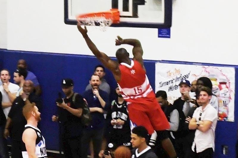 Terrell Owens in celebrity basketball game