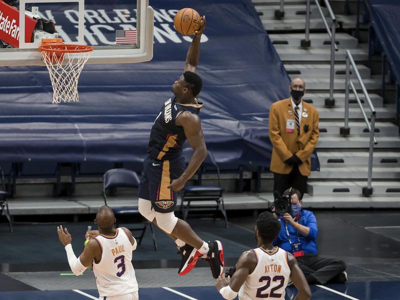 New Orleans Pelicans forward Zion Williamson dunks past Phoenix Suns