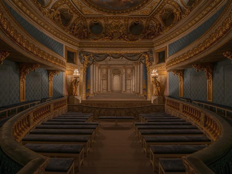 Queen's Theater