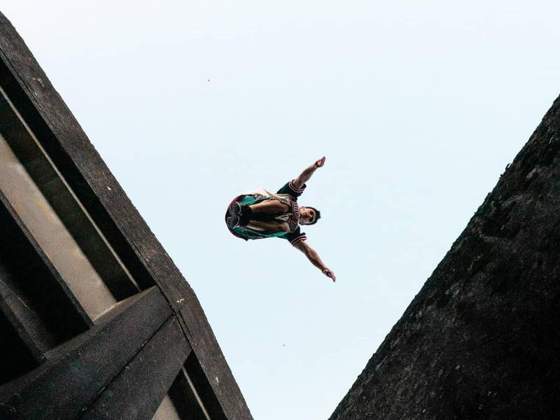 Person jumpng from one ledge to next