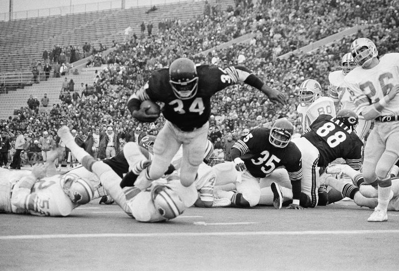 Walter Payton scores a touchdown