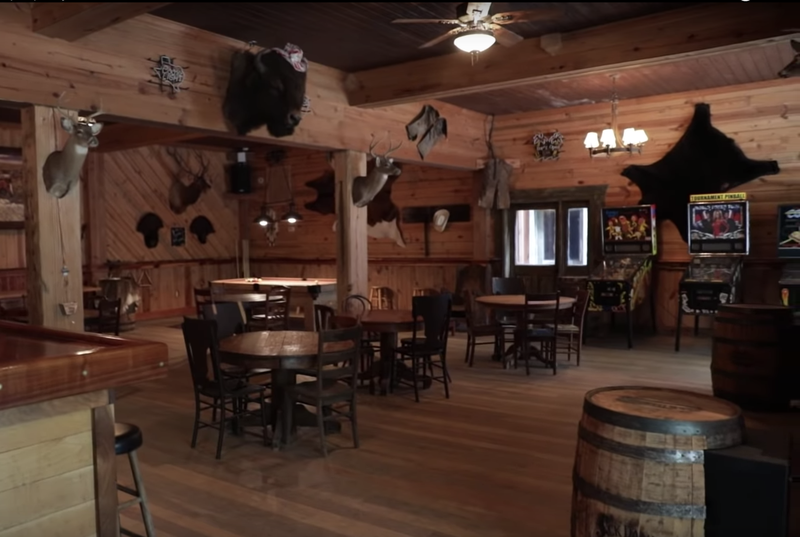 Whisky River saloon
