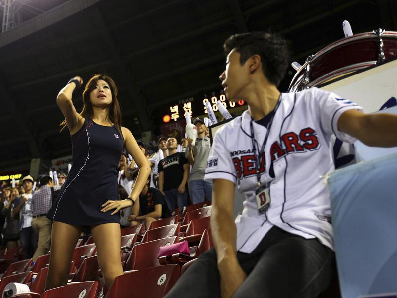 Doosan Bears cheerleaders