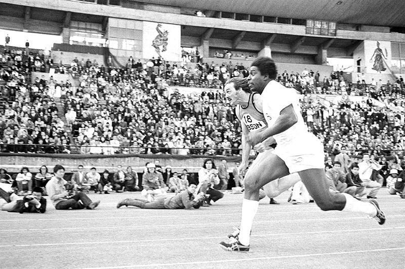 Bob Hayes in a race in Tokyo in 1974