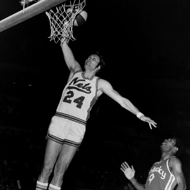 New York Nets superstar Rick Barry sinks one