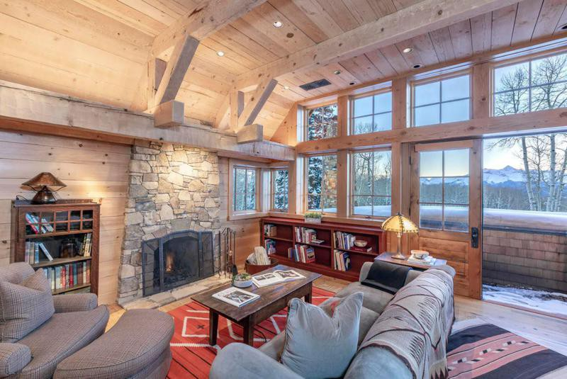 Tall ceilings and large windows