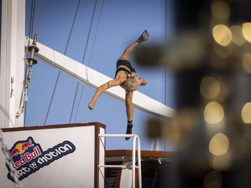 Noa Diorgina one legged jump