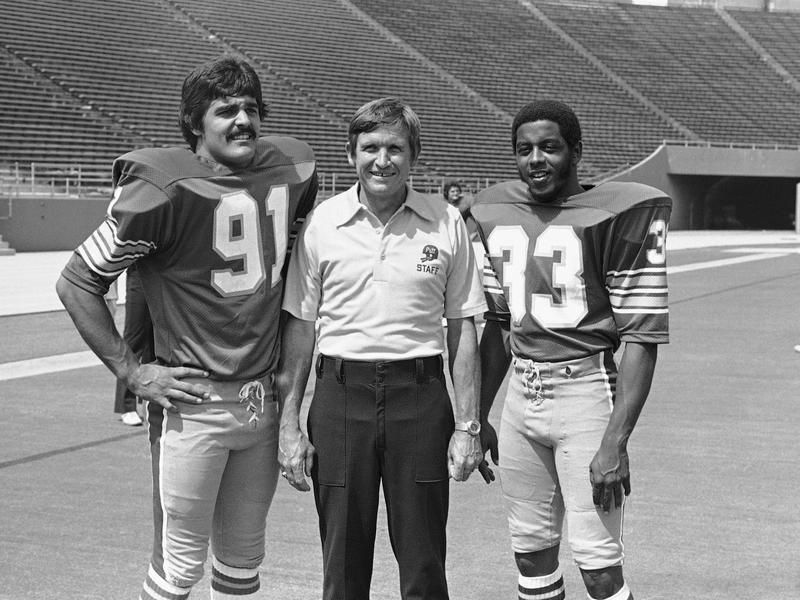 Johnny Majors with Tony Dorsett and Al Romano