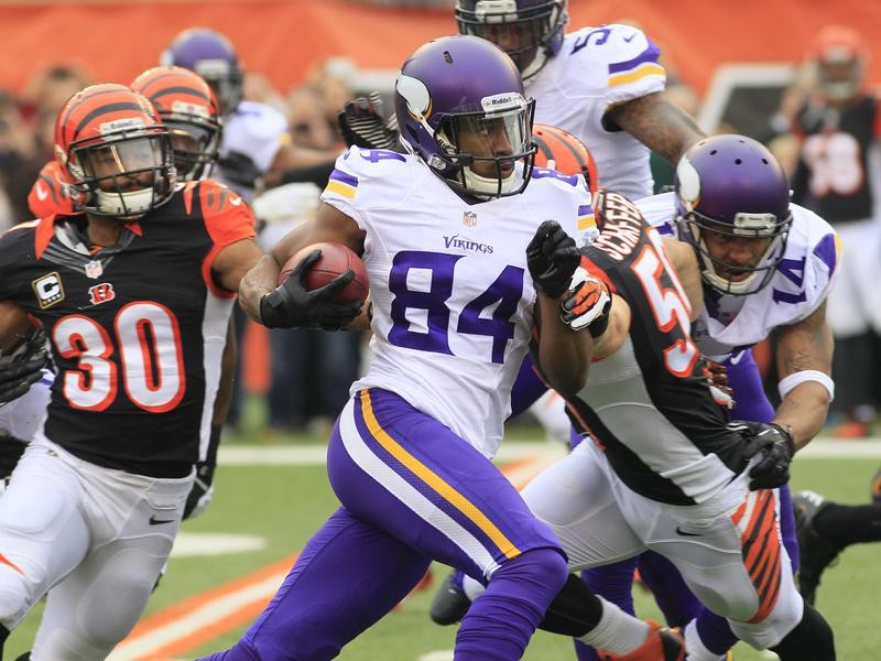 Cordarrelle Patterson runs with ball