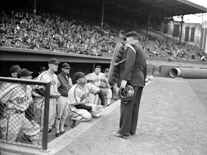 Umpire Bill Summers has a few words with Jimmy Dykes